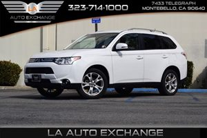 2014 Mitsubishi Outlander SE Carfax 1-Owner  Diamond White Pearl  We are not responsible for t