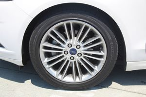 2014 Ford Fusion SE Carfax 1-Owner - No AccidentsDamage Reported  Oxford White          191