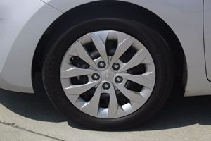 2016 Hyundai Elantra GT Base Carfax 1-Owner - No AccidentsDamage Reported  Silver          1