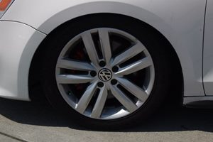 2013 Volkswagen GLI GLI Autobahn PZEV Carfax Report - No AccidentsDamage Reported  Candy White