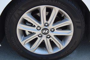 2015 Hyundai Elantra SE Carfax 1-Owner - No AccidentsDamage Reported  Quartz White Pearl