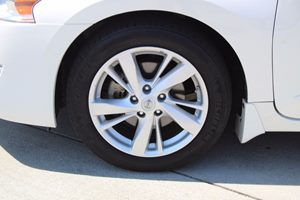 2015 Nissan Altima 25 SV Carfax 1-Owner - No AccidentsDamage Reported  White          1834