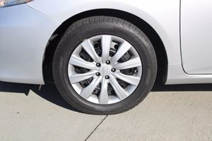 2013 Toyota Corolla LE Carfax 1-Owner - No AccidentsDamage Reported  Classic Silver Metallic