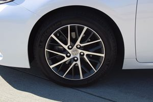 2017 Lexus ES Base Carfax 1-Owner - No AccidentsDamage Reported  Eminent White Pearl  We are