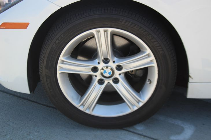 2014 BMW 3 Series 320i  White TAKE ADVANTAGE OF OUR PUBLIC WHOLESALE PRICING GOING ON RIGHT N