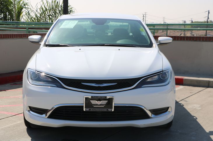 2015 Chrysler 200 Limited  White TAKE ADVANTAGE OF OUR PUBLIC WHOLESALE PRICING GOING ON RIGH