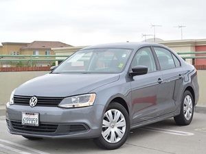 2013 Volkswagen Jetta Sedan  Carfax Report - No Accidents  Damage Reported to CARFAX  Platinum