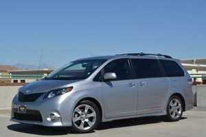 2013 Toyota Sienna SE Carfax 1-Owner - No Accidents  Damage Reported to CARFAX  Silver Sky Met