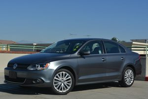 2012 Volkswagen Jetta Sedan SEL wSunroof PZEV Carfax 1-Owner Air Conditioning  AC Audio  Pre