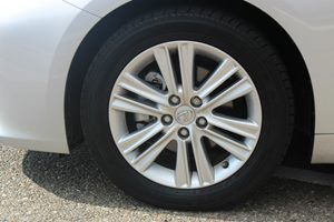 2014 Lexus ES 350  Carfax 1-Owner - No AccidentsDamage Reported  Silver Lining Metallic