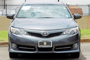 2014 Toyota Camry SE Carfax 1-Owner Audio  Auxiliary Audio Input Convenience  Automatic Headli