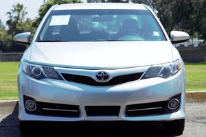 2014 Toyota Camry SE Carfax 1-Owner - No AccidentsDamage Reported 4 Cylinders Audio  Auxiliary