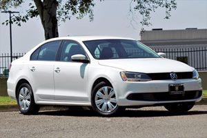 2014 Volkswagen Jetta Sedan SE PZEV Carfax 1-Owner - No AccidentsDamage Reported  White  We a