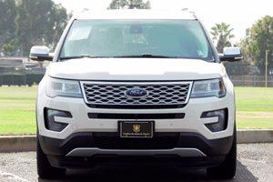2016 Ford Explorer Platinum Carfax 1-Owner  White Platinum Metallic Tri-Coat  We are not respo