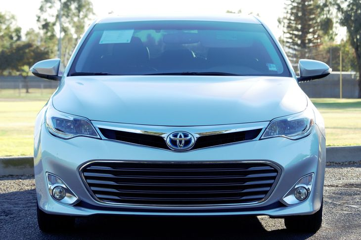 2014 Toyota Avalon Hybrid XLE Premium  Classic Silver Metallic All advertised prices exclude go