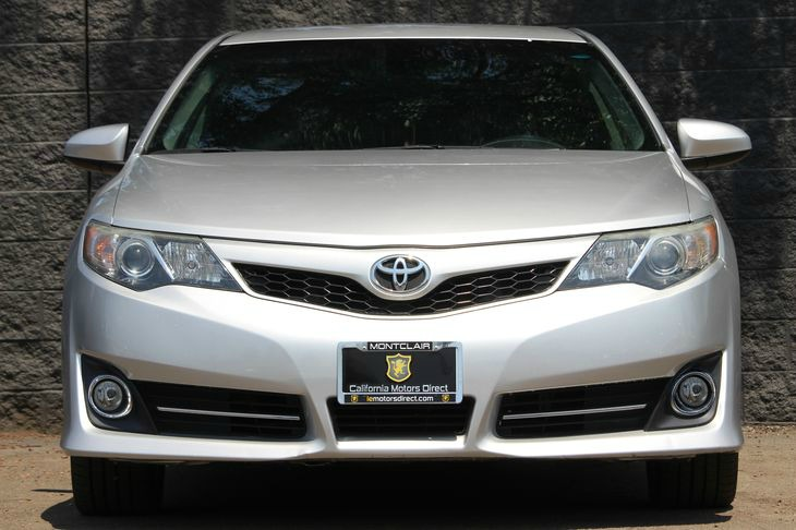 2014 Toyota Camry SE  Classic Silver Metallic DONT MISS OUT ON OUR SALES GOING ON     COME C