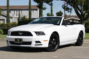 2014 Ford Mustang V6 Carfax 1-Owner - No Accidents  Damage Reported to CARFAX 4 Person Seating C