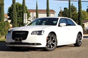2015 Chrysler 300 300S Carfax 1-Owner - No Accidents  Damage Reported to CARFAX 5 Person Seating