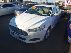 2013 Ford Fusion SE Carfax 1-Owner - No Accidents  Damage Reported to CARFAX  Oxford White  R