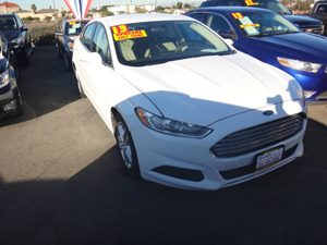 2013 Ford Fusion SE Carfax Report - No Accidents  Damage Reported to CARFAX  Oxford White  NO