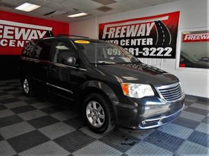 View 2011 Chrysler Town & Country