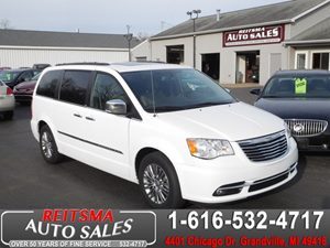 View 2014 Chrysler Town & Country