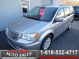 View 2016 Chrysler Town & Country