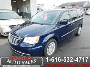 View 2013 Chrysler Town & Country