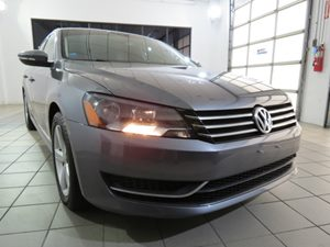2012 Volkswagen Passat SE wSunroof  Nav Carfax 1-Owner - No Accidents  Damage Reported to CARFA