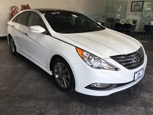 2014 Hyundai Sonata SE Carfax 1-Owner - No AccidentsDamage Reported  Radiant Silver Metallic