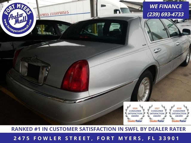 2001 Lincoln Town Car Executive - Fort Myers Auto Mall