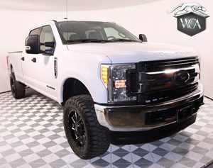 2017 Ford Super Duty F-250 SRW XLT Carfax 1-Owner - No AccidentsDamage Reported  Oxford White