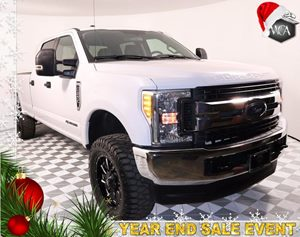 2017 Ford Super Duty F-250 SRW XLT 44 wheels and leveling kit Carfax 1-Owner - No AccidentsDamag