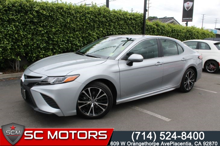 2019 Toyota Camry SE (BACK UP CAMERA & LEATHER SEATS)
