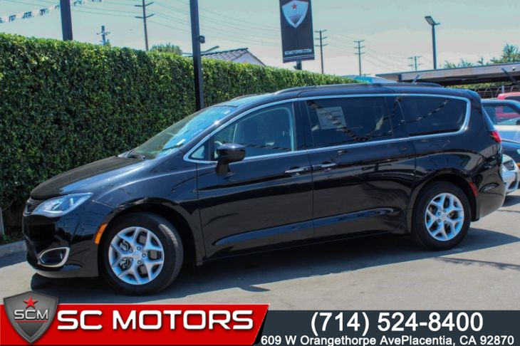 2017 Chrysler Pacifica Touring Plus(DVD system, Park Assist & Blind Spot)