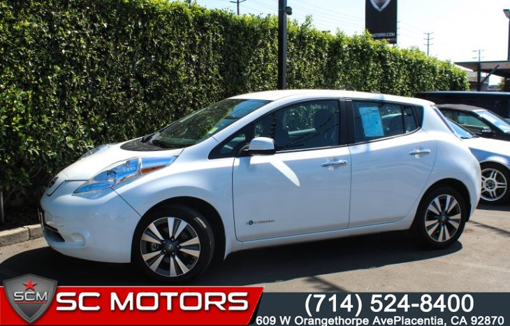 2017 Nissan LEAF SV (Quick Charger, Navigation, & Bluetooth)