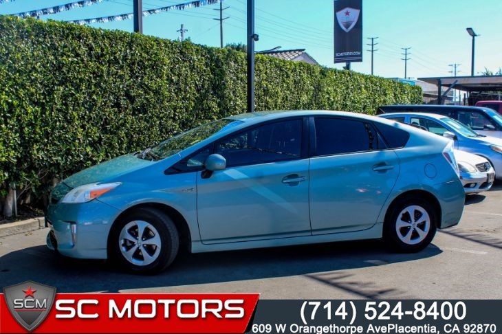 2013 Toyota Prius FOUR (Navigation, JBL Audio & Bluetooth Connect)