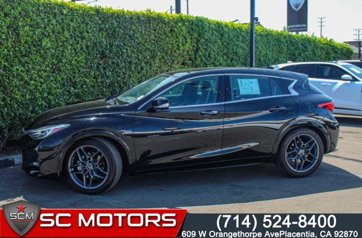 2017 INFINITI QX30 Sport(PANORAMIC MOONROOF & NAVIGATION)