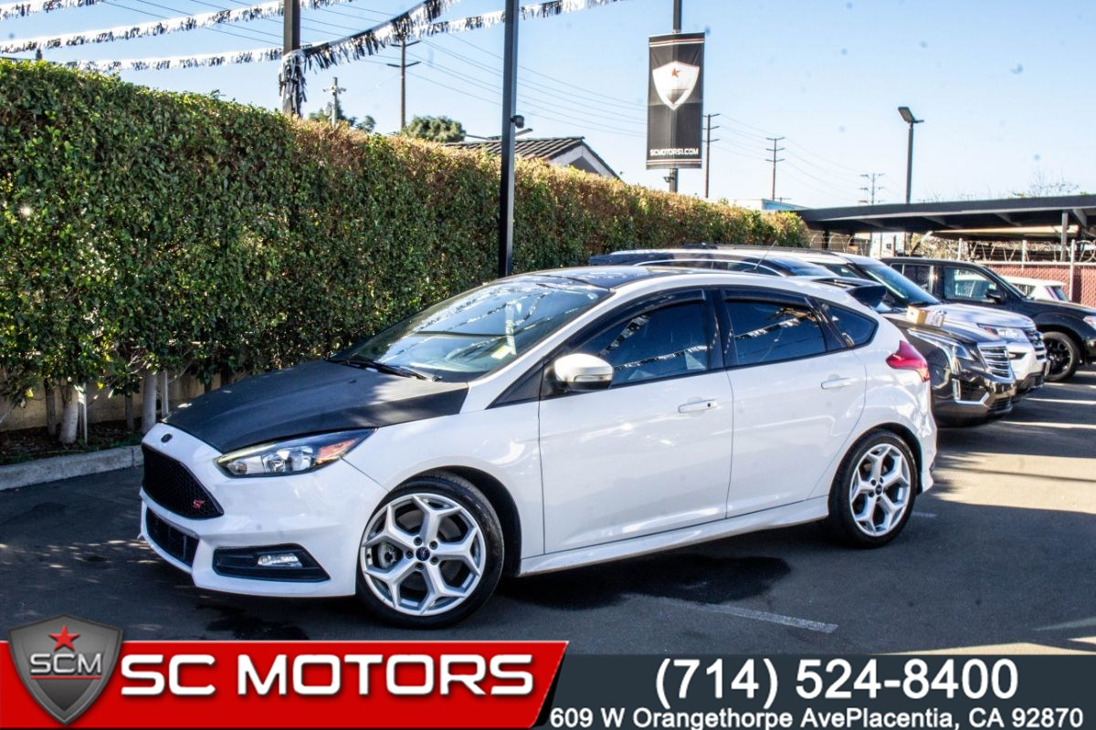 2016 Ford Focus ST (MANUAL TRANSMISSION, BACK UP CAM,PUSH START)