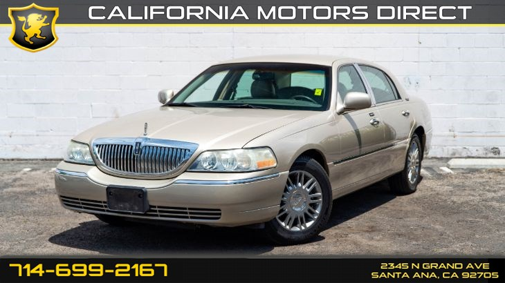 2010 Lincoln Town Car Signature Limited (CD Player, V8)