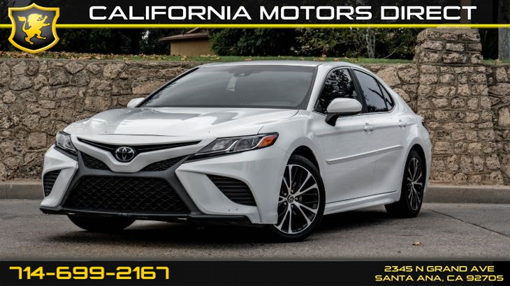 2018 Toyota Camry (W/29 mpg City / 41 mpg Highway) (Light Tinted Gl)
