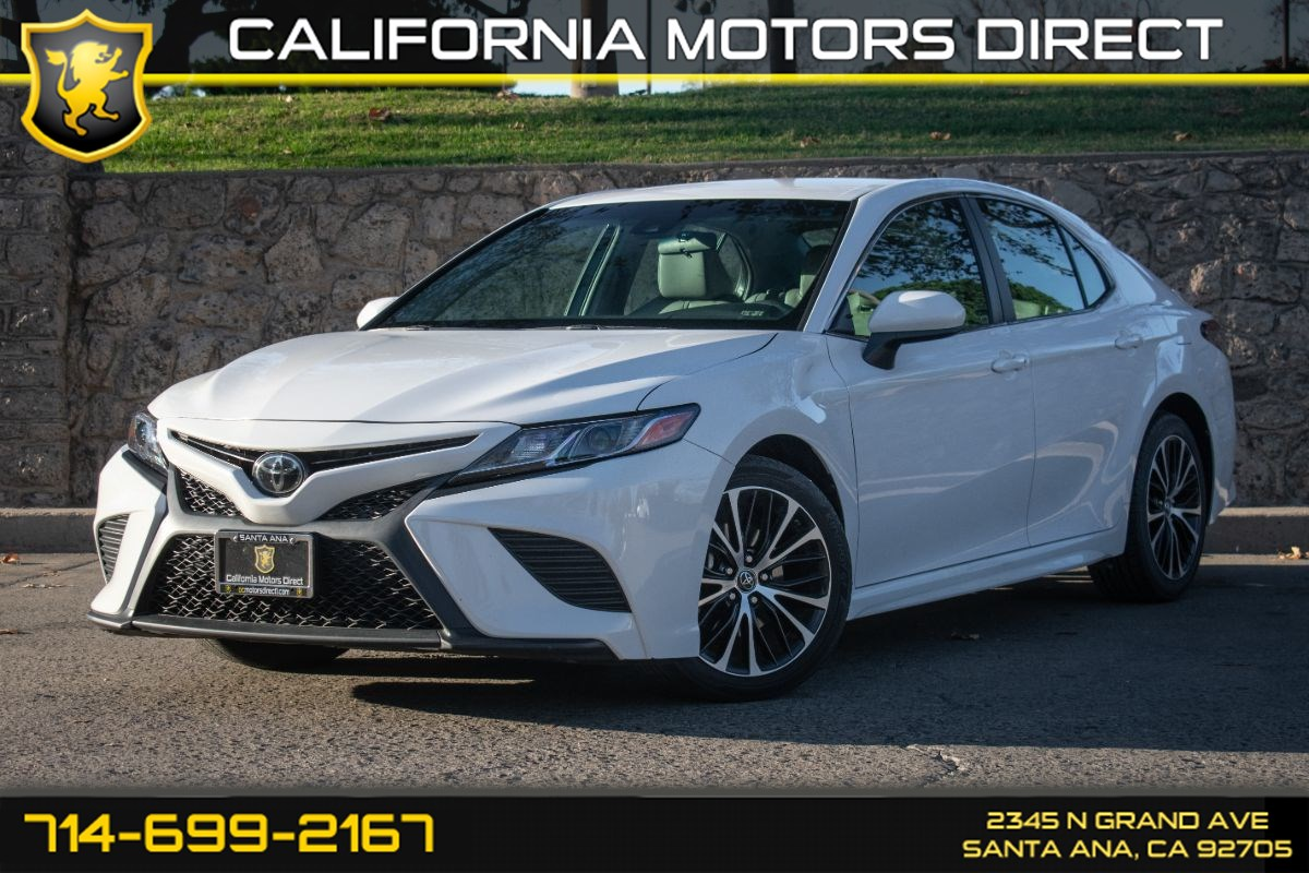 2018 Toyota Camry SE (w/Carpeted Floor Mats & Trunk Mat Package)