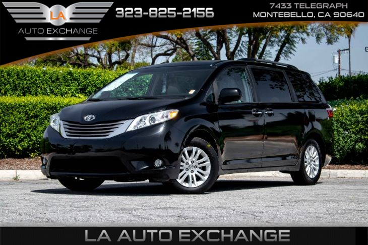 2017 Toyota Sienna XLE (XLE Navigation Package & Back-Up Camera)
