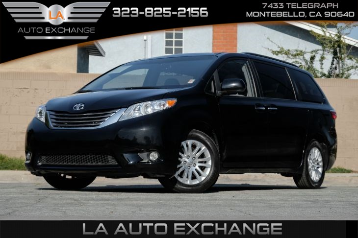 2017 Toyota Sienna XLE 8-Passenger ( Xle Navigation Package)