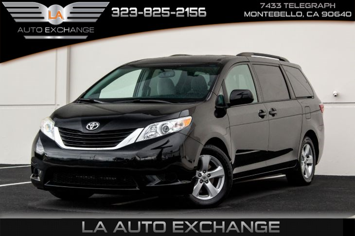 2015 Toyota Sienna LE (3rd Row Seat & Back-Up Camera)