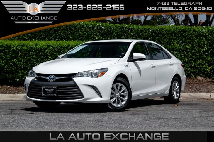 2017 Toyota Camry Hybrid LE (Bluetooth & Back-Up Camera)