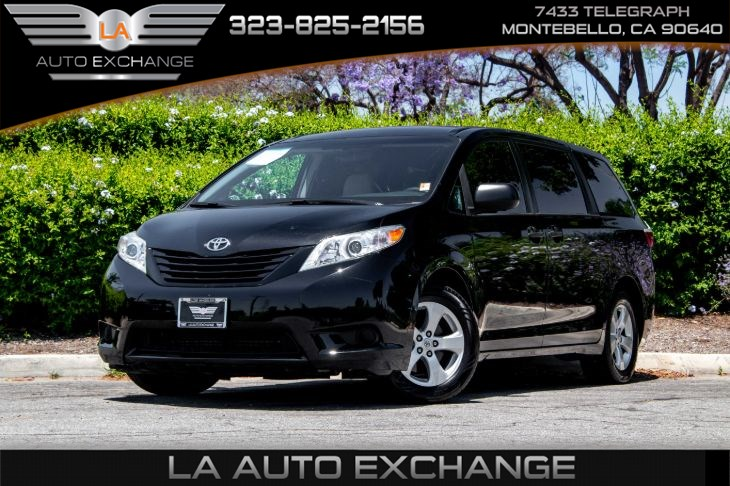 2017 Toyota Sienna L (Back-Up Camera &Bluetooth)