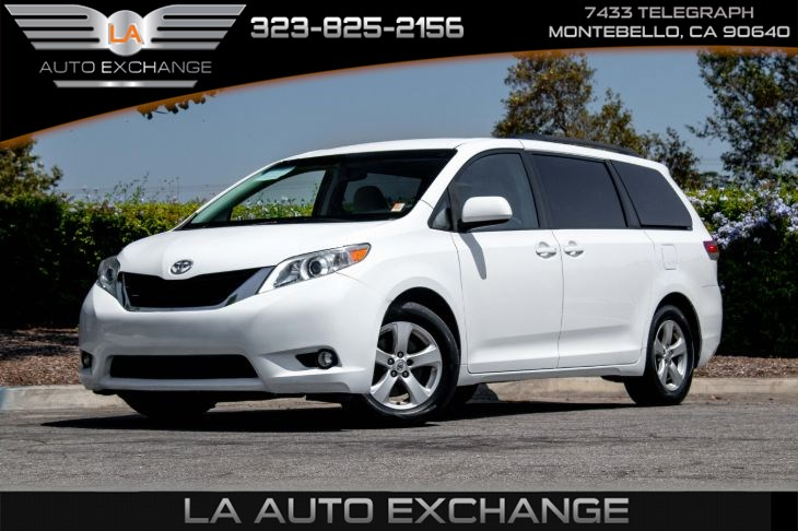 2014 Toyota Sienna LE (Back-Up Camera & Bluetooth)