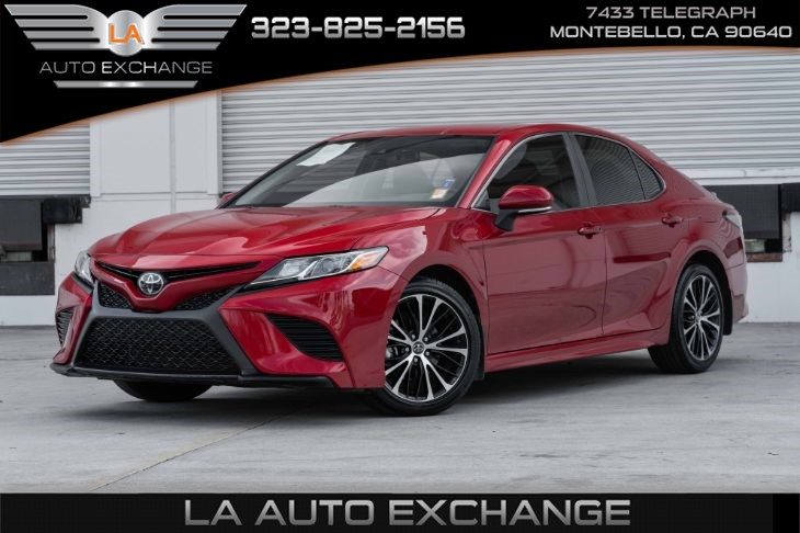 2019 Toyota Camry SE (Back-Up Camera & Bluetooth)