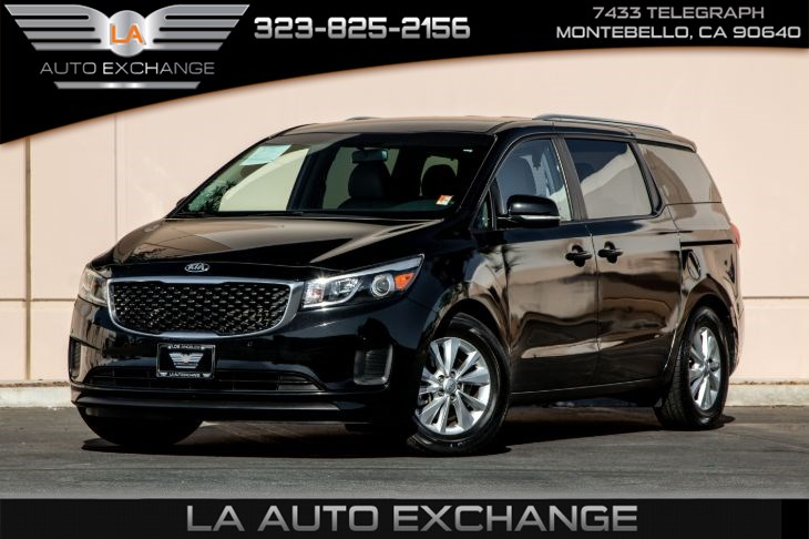 2017 Kia Sedona LX (Essentials Premium Package & Back-Up Camera)